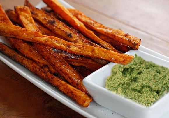 http://www.savitari.com/papas-camote-con-pesto-un-snack-saludable-y-rico/