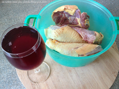 Coq au vin - pregatim carnea de cocos