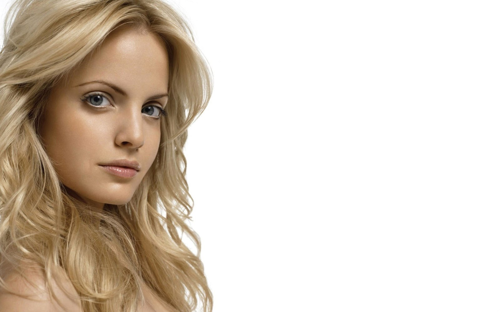 Mena Suvary Blonde American Beauty Young Amazing HD Wallpaper