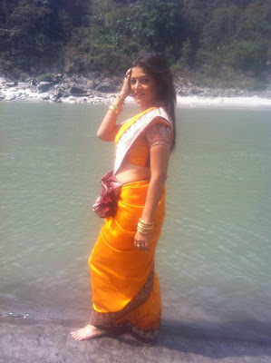 srabanti malakar hot in saree