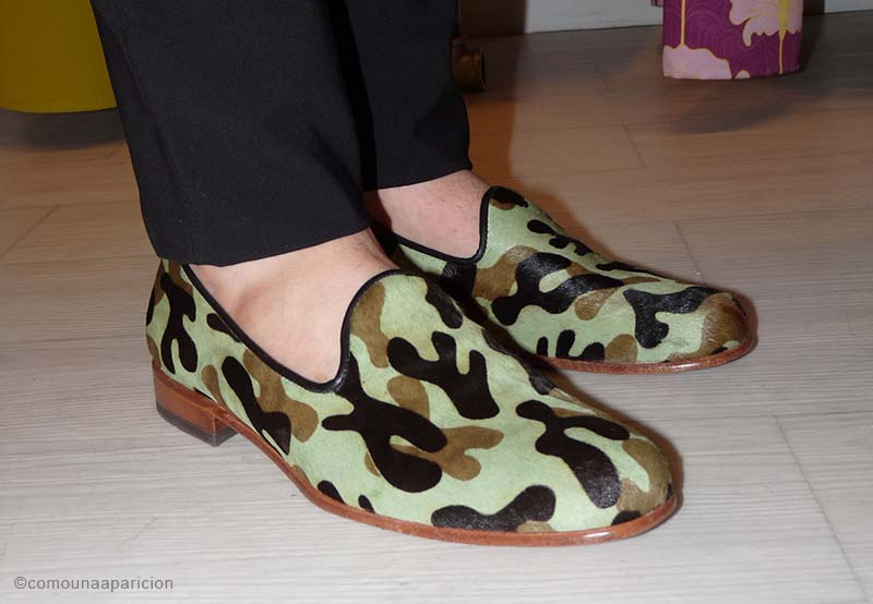 como-una-aparición-street-style-camo-leather-loafers-men-shoes-accesories-summer
