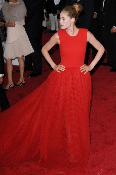 Doutzen Kroes in a large scarlet Giambattista Valli ball gown at the Met Gala, 2011