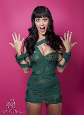 Katy Perry Looking Glamorous