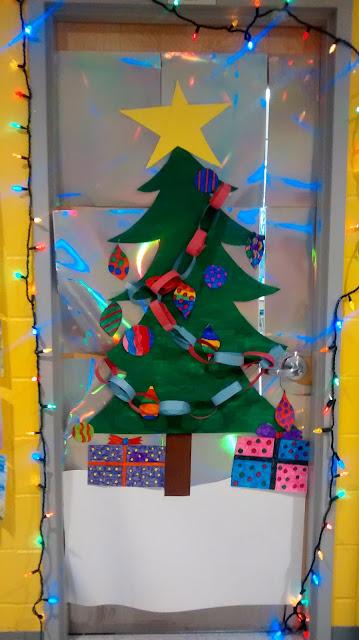 La maternelle de francesca concours d coration de porte for Decoration porte noel ecole