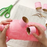 Upcycling diy piggy bank made from plastic bottles for Plastic bottle piggy bank craft