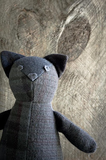 http://www.purlbee.com/2014/10/05/wool-patchwork-cat/