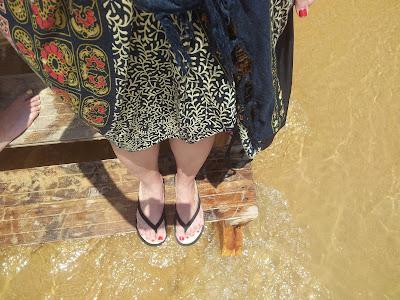 playa del algarve con pareo de moda