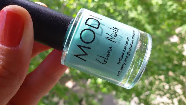 лак  для ногтей мятного цвета Modi Glam Nails