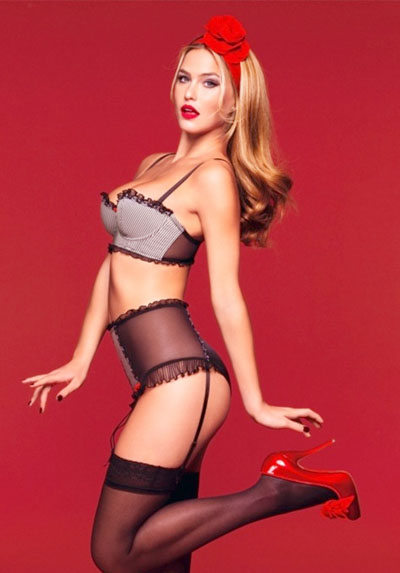 http://static.becomegorgeous.com/img/arts/2010/Oct/08/2905/bar_rafaeli_pin_up.jpg