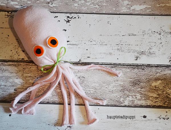 Anleitung für einen Octopus aus einer Socke - free DIY octupus Hauptstadtpuppi