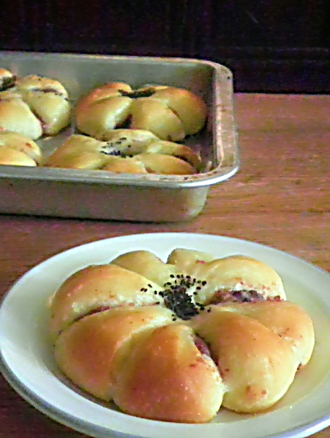 Red Bean Flower Bun Recipe @ treatntrick.blogspot.com