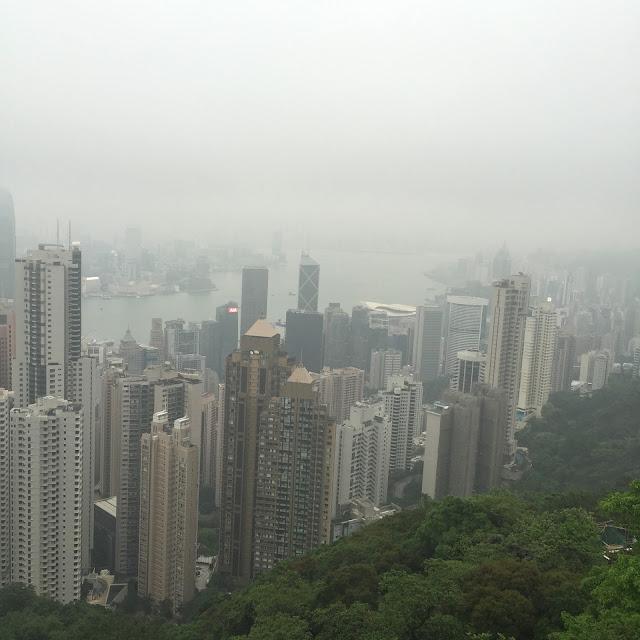 Hong Kong, Hong Kong Island, Cestování, Hong Kong na vlastní pěst, co dělat v hong kongu, what to do in hong kong, hong kong kristýna, kristýna vacková, travel blog, travelling, asia, blog, travel blog, fashion house cz hong kong, hong kong, blog about hong kong, expat hong kong, hongkong, hongkong na vlastní pěst, hongkong bez cestovky, co dělat v hongkongu, Stanley market, Stanley, Trhy Stanley Hongkong, hong kong art, shopping hong kong, nákupy v hongkongu, central and western district promenade, shopping in hong kong, holiday in hong kong, dovolená hongkong, hongkong ostrov, hongkong hlavní ostrov, hong kong main island, the peak tram hong kong, the peak, cloudy hong kong, the peak, view hong kong