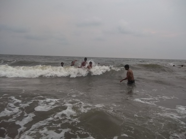 swim in cherai beach