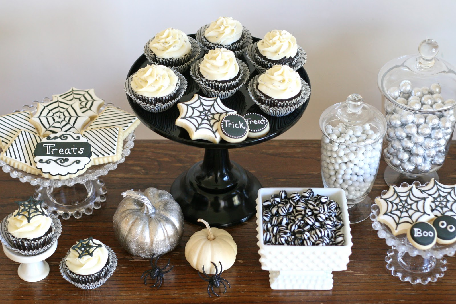black and white halloween dessert table - Black And White Halloween Party