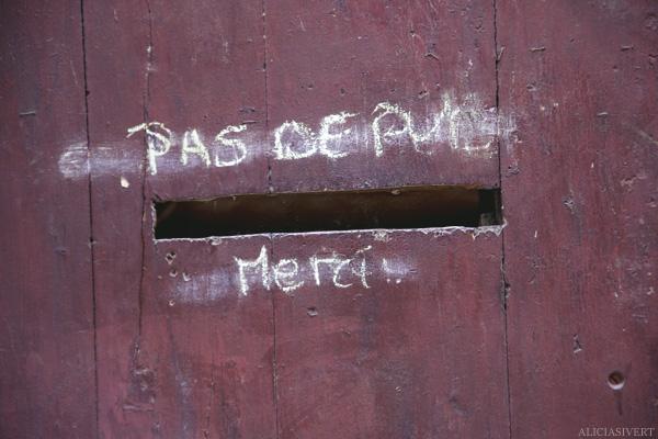 aliciasivert, alicia sivertsson, rouen, france, frankrike, pas de pul merci, brevinkast, letter box