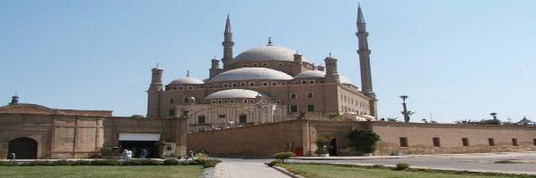تزخر مصر بكثير من مقومات السياحة الدينية والتي  تجعلها فريدة من نوعها تتحدي الزمان في شموخها وعظمتها،والتي  تشمل المواقع ذات الأهمية الدينية في الديانات الثلاث الإسلامية والمسيحية واليهودية