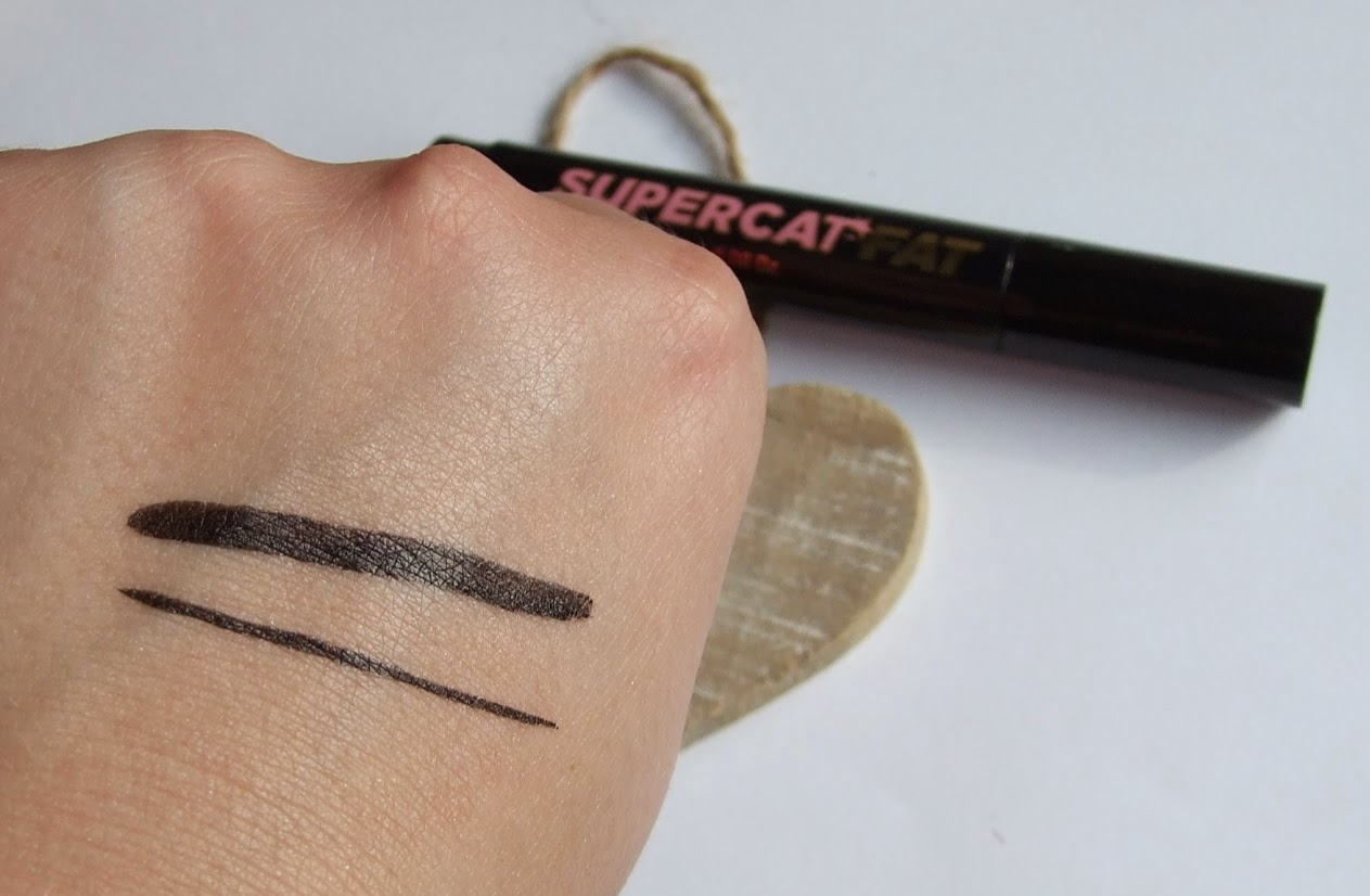 soap and glory supercat fat eye-liner black cat eye flick