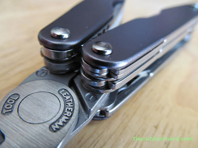 Leatherman Juice XE6 Multi-Tool: Closeup Of Pliers 5