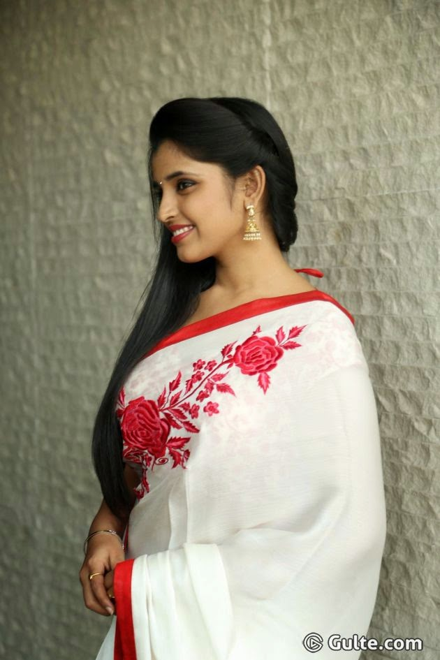 Anchor Shyamala Devi In White Saree Latest hot photos