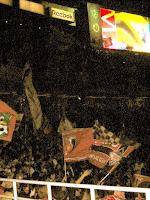 CSの演出で場内は真っ暗。2004 サントリーチャンピオンシップ 第1戦 横浜 F・マリノス対浦和レッズ