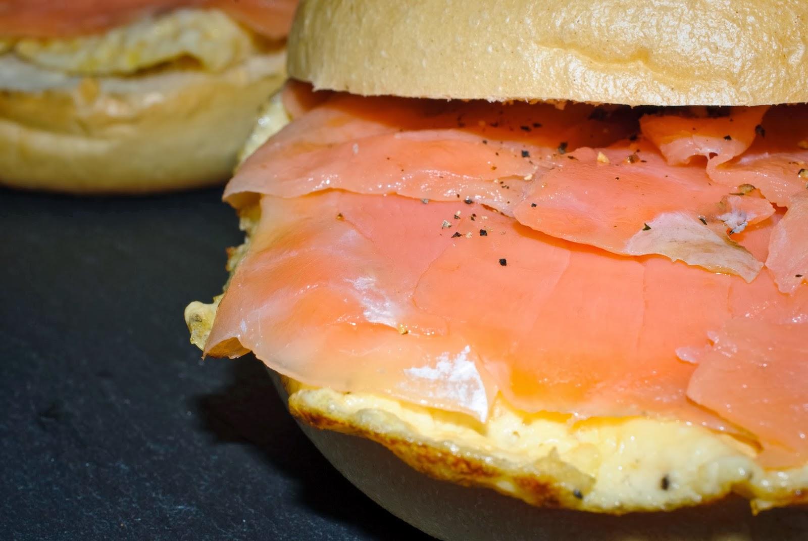 Montadito de salmón ahumado y tortilla; smoked salmon and omelette sandwich