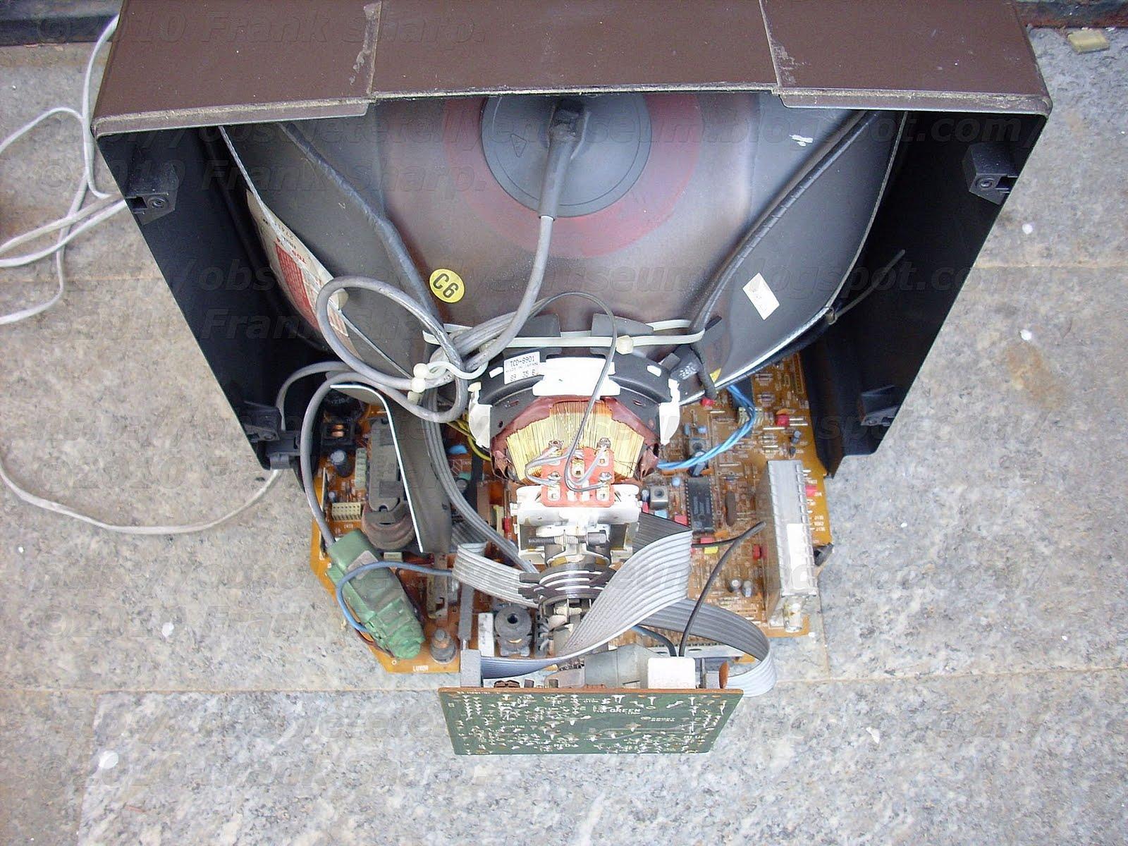 Obsolete Technology Tellye !: SALORA 15L30 Type L30A CHASSIS L ...
