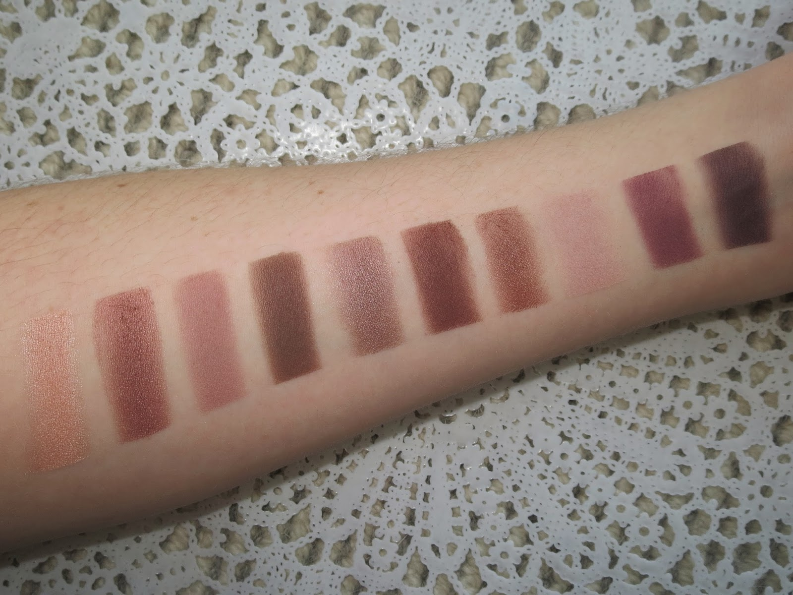 a picture of L'Oreal La Palette Nude 2 (swatch)