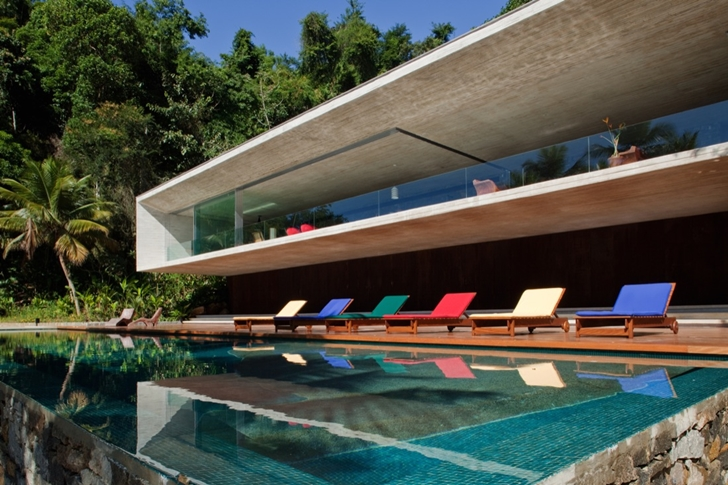 Swimming pool in Modern beach house in Brazil by Marcio Kogan