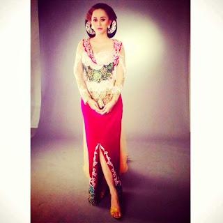 Foto Kebaya Brokat Aura Kasih Artis Cantik Indonesia Model Terbaru