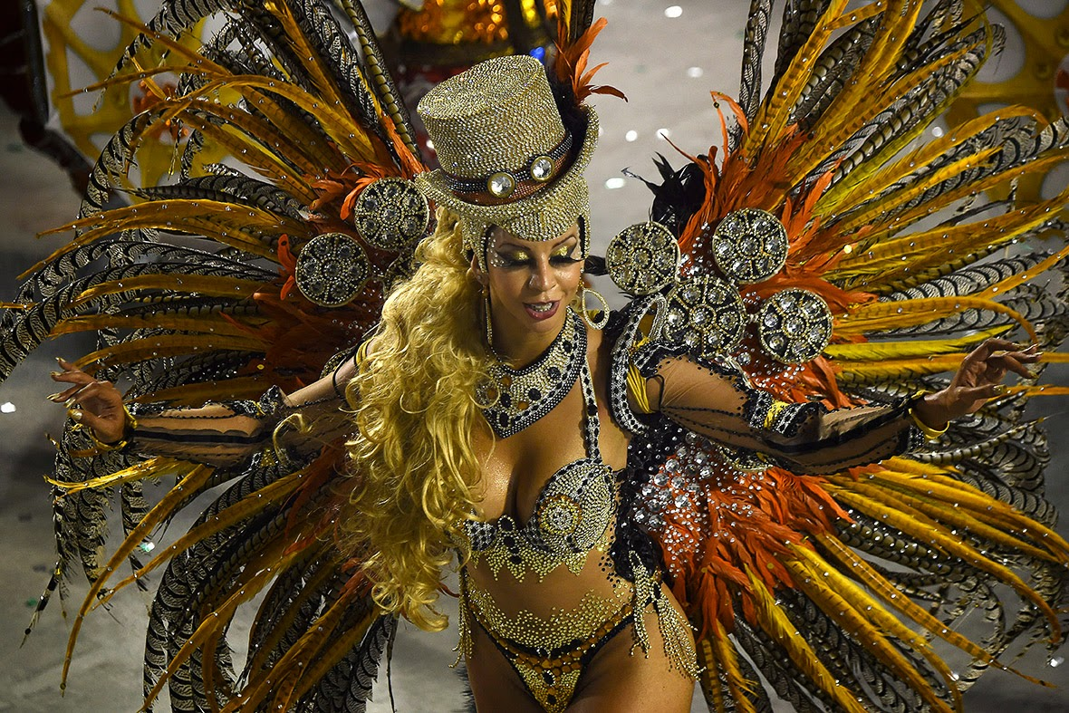 Sexy girl dancing samba - 2 7