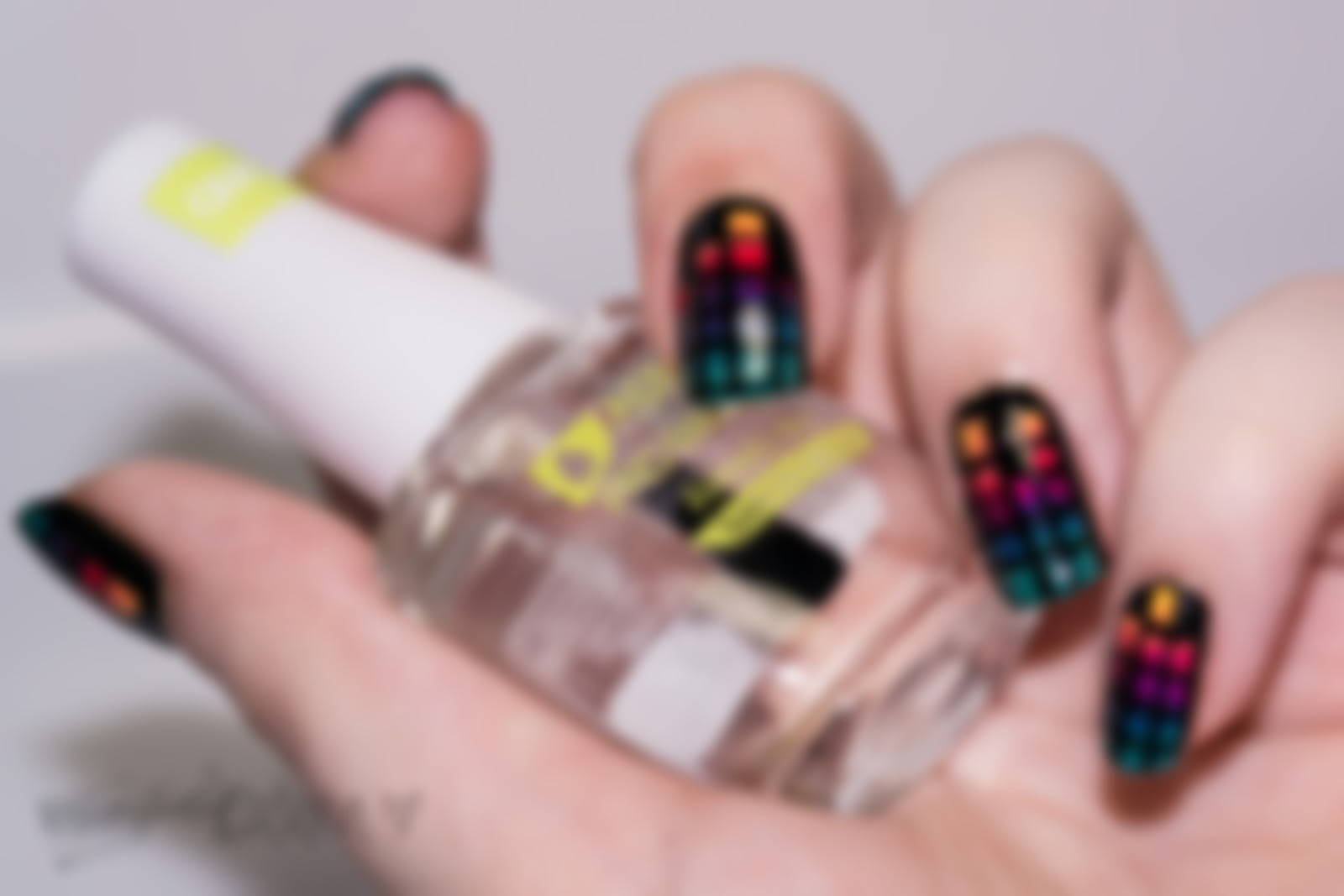 http://rainpow-nails.blogspot.de/2014/08/tape-month-kommt-mit-mir-nach-gradient.html