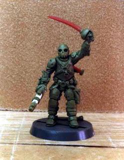 """Miniatura de """"pirata del espacio"""" a escala 28mm de ciencia ficción esculpida por ªRU-MOR"""