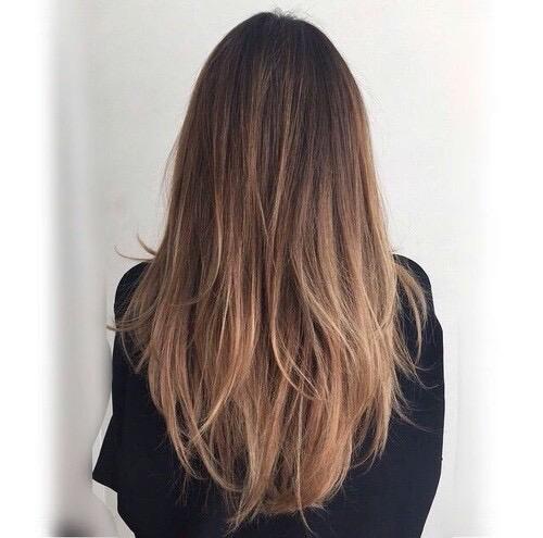 En cabello largo, una bayalage con un tono no tan claro.