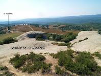 Panoràmica cap al sud, amb la capella del Roseret en primer terme, des del Serrat de la Madrona