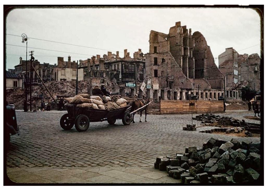 http://1.bp.blogspot.com/-iiXMwHpq0WU/UwDG67U-tjI/AAAAAAAAdSI/TAIfYeW1LLk/s1600/Warsaw+after+World+War+II,+in+August+1947+(25).jpg