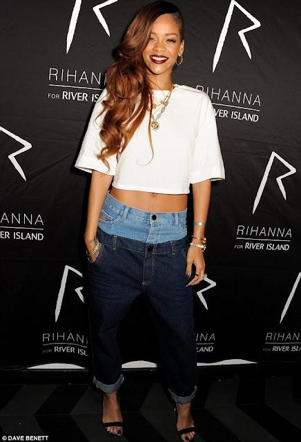 Realflowz Rihanna Unveils Clothes Line