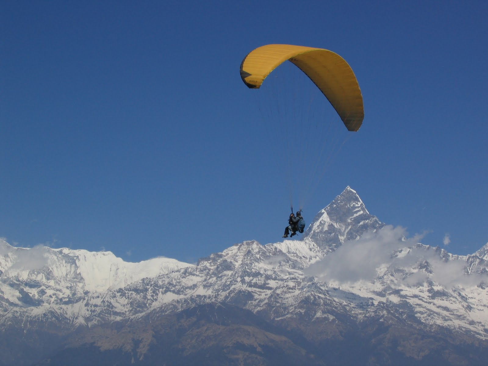 COOL IMAGES: Paragliding In Nepal