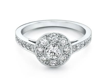 anillo de compromiso Banco de imágenes Matton Images  - imagenes de anillos de compromiso para descargar