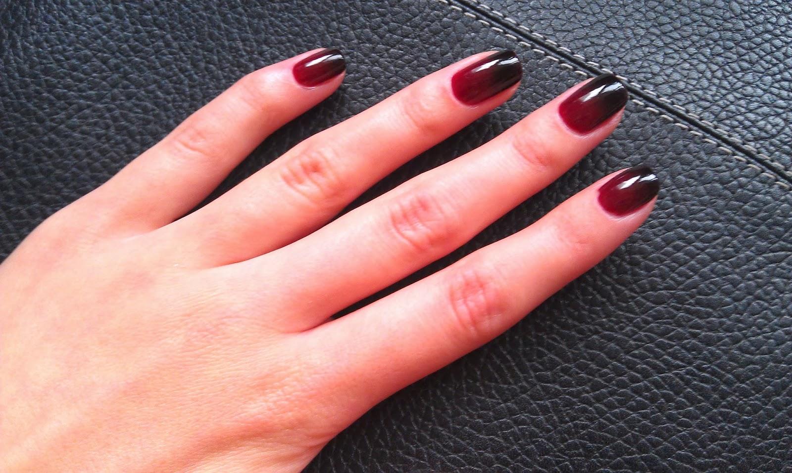 Градиент с черным лаком на ногтях фото