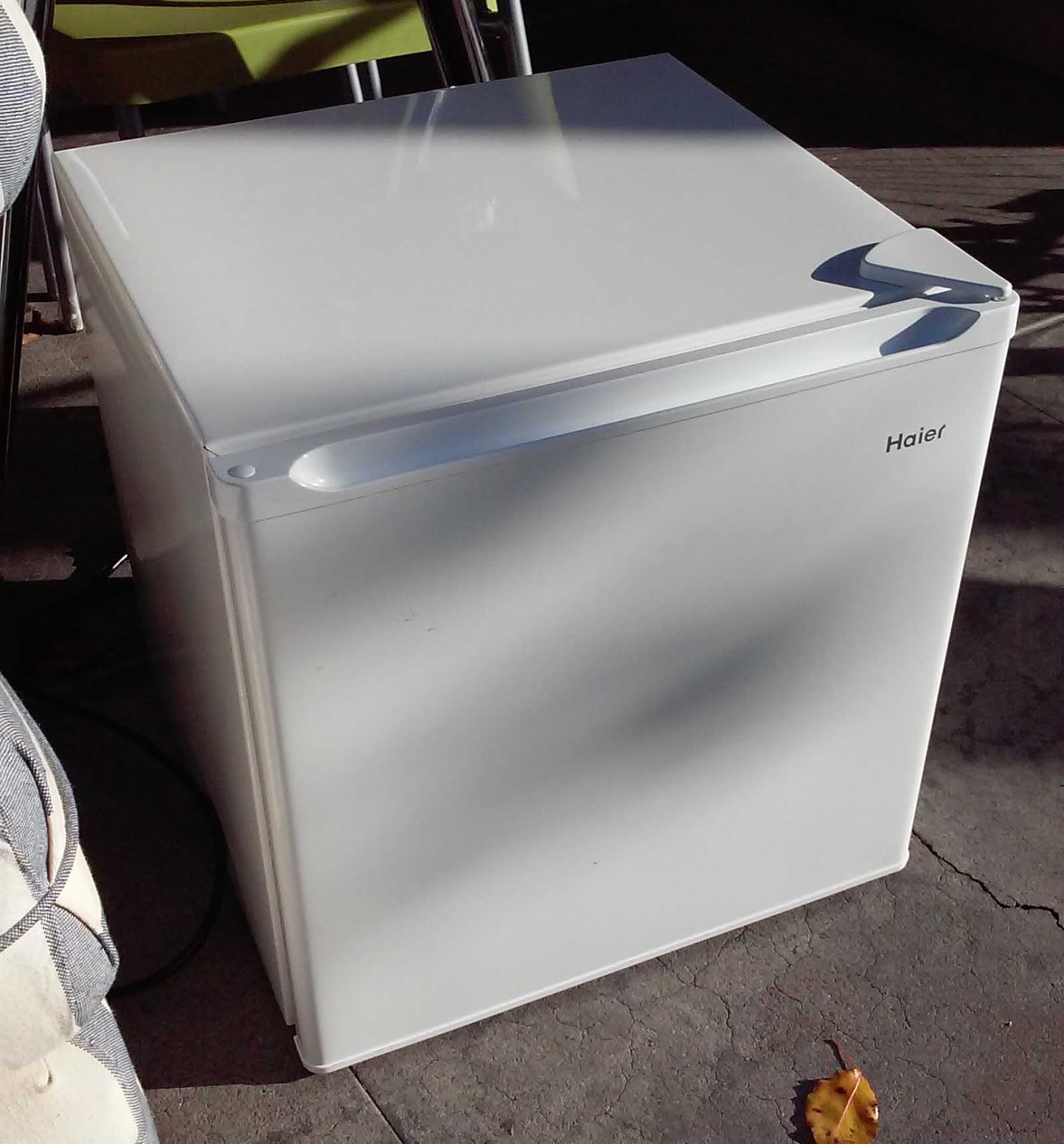 Uhuru Furniture Collectibles Sold Haier Cube Mini Fridge With Freezer Box 45