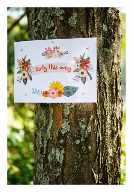 GOOD LOOKS - Mothers Day Floral Party Sign