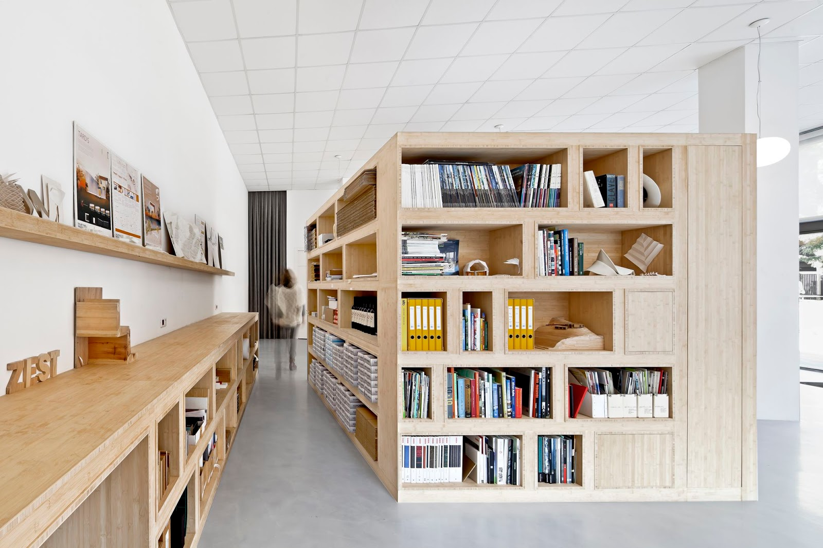 A f a s i a zest architecture for Oficinas de trabajo temporal en barcelona
