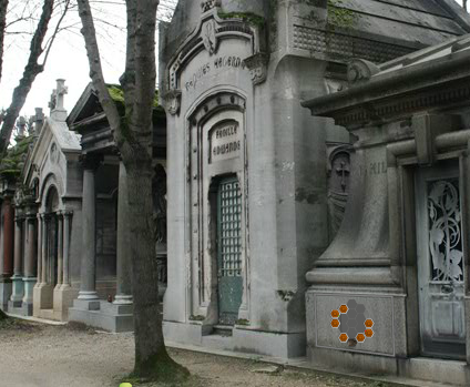 EightGames Escape From Churchyard In Paris