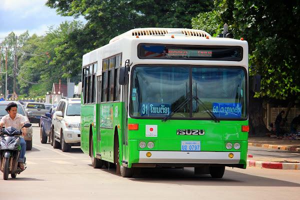 Autobus para ir a Patuxai - Vientián - Laos