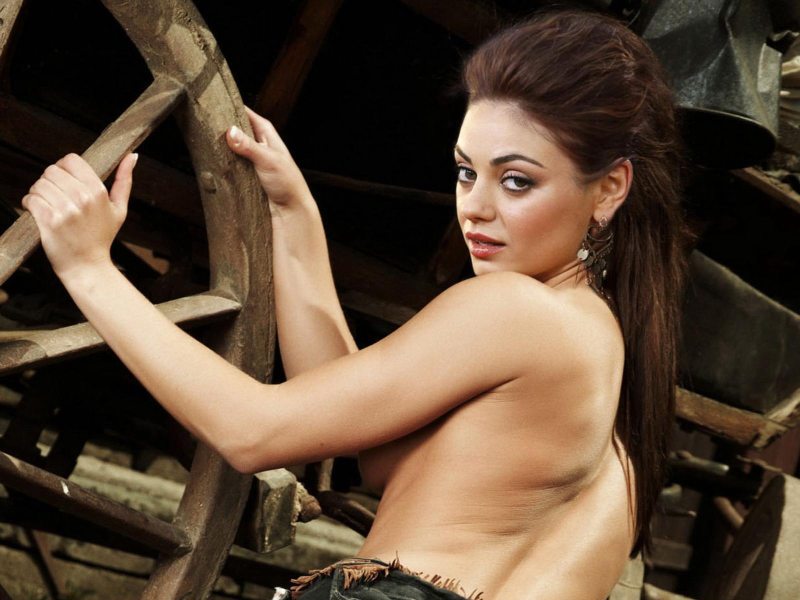 Nude Naked Celebrity Star Actress Model Singer Mila Kunis Spread