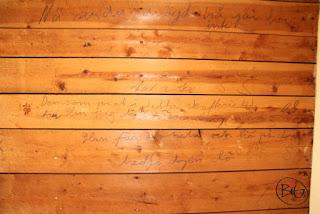 gammalt ordspråk på väggen