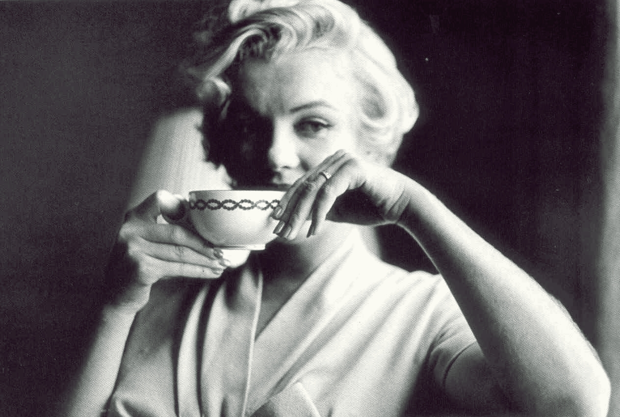 http://1.bp.blogspot.com/-ikN3LmtWAqA/T5vBPoxaNbI/AAAAAAAADKE/5xQMySQfKdM/s1600/MarilynMonroe+tea+(2).jpg
