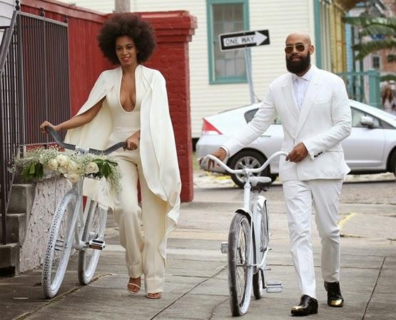 casamento de Solange Knowles macacão branco com capa assimétrica