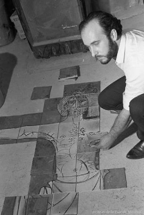 1962- JORDI ASSEMBLANT LA MURALE POUR L'ÉGLISE CHRIST ROI À MONCTON NB
