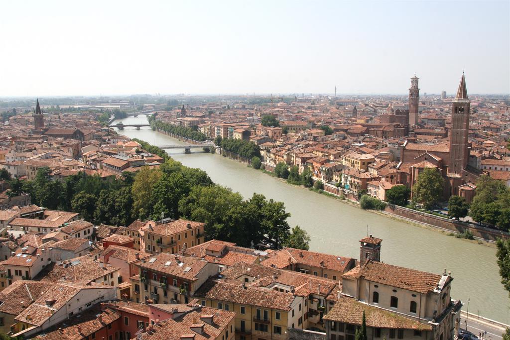 Benvenuti a Verona. Photo: Jong-Lantink.